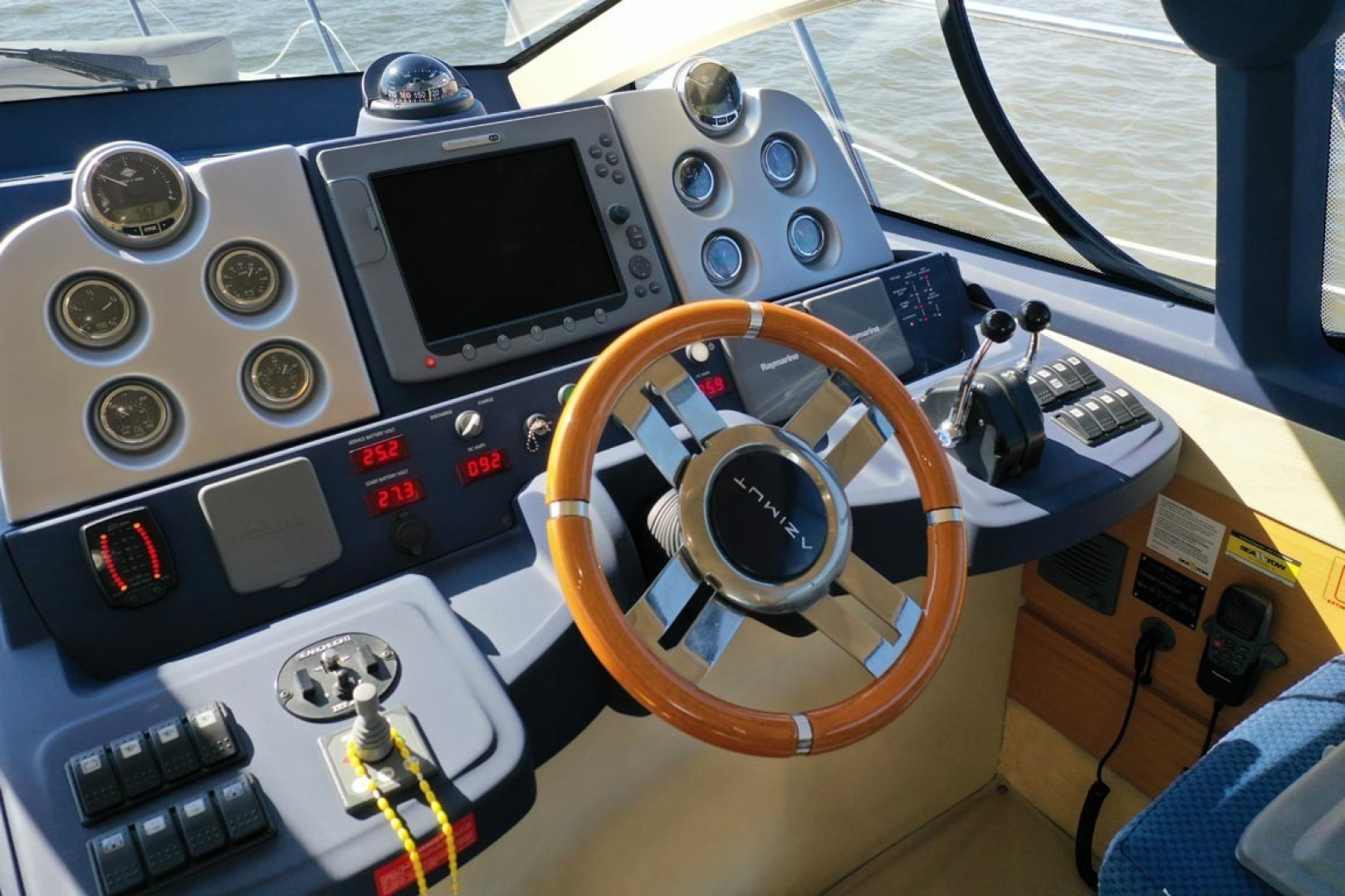 Azimut-43 Flybridge 2007-Wired Up Cape May-New Jersey-United States-Lower Helm-1402875 | Thumbnail