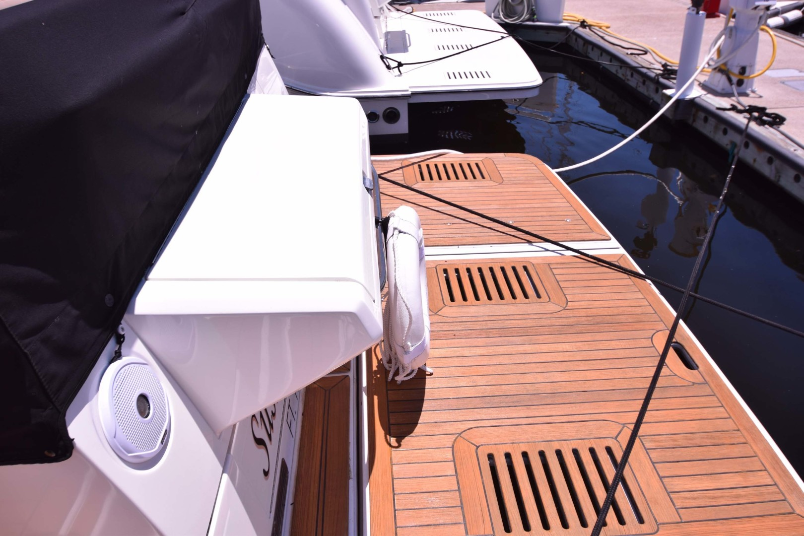 Sea Ray-460 Sundancer 2017-Susanne Marie 4 Fort Myers-Florida-United States-Teak Platform View From Dock-1403773 | Thumbnail