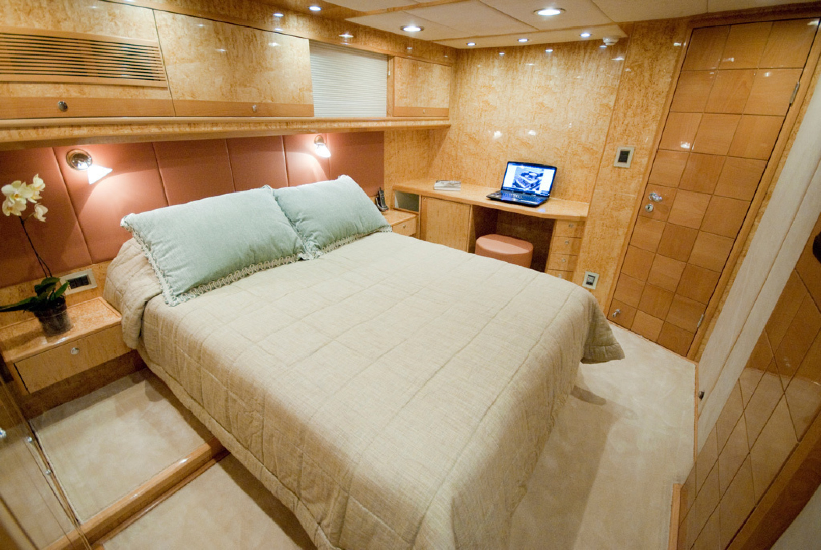 MCP-Europa 100 2010-RED PEARL Ijmuiden-Netherlands-Guest Stateroom-1411767   Thumbnail