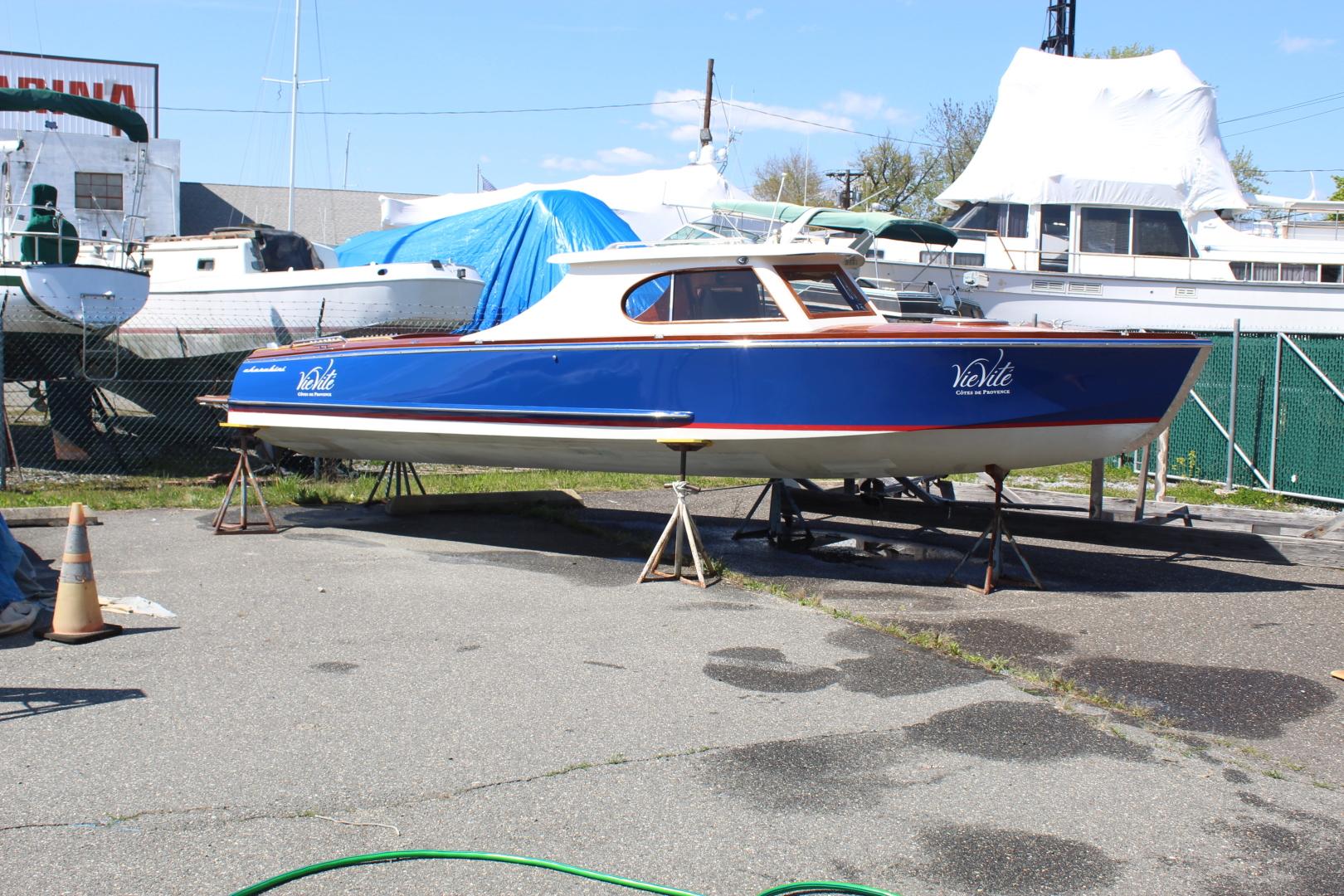 27' Cherubini 255 Sport Cruiser