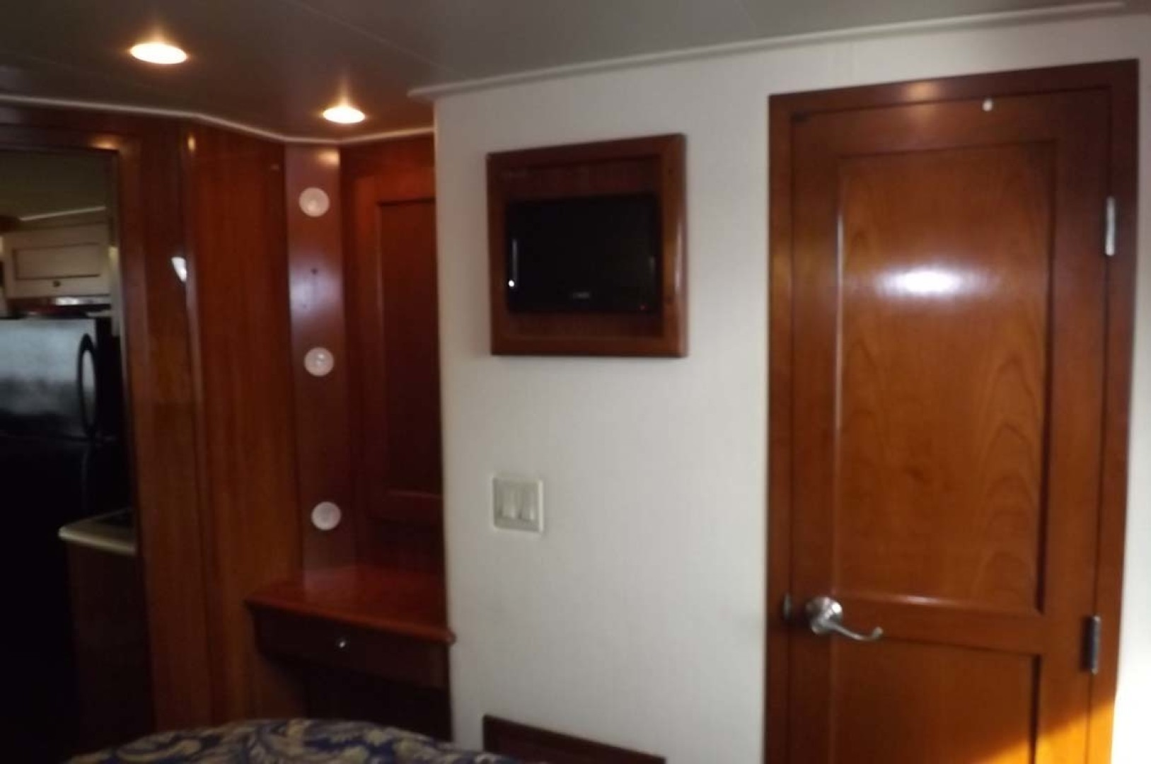 Bluewater Yachts-5200 2006 -Mount Pleasant-South Carolina-United States-Master Stateroom-1412948 | Thumbnail