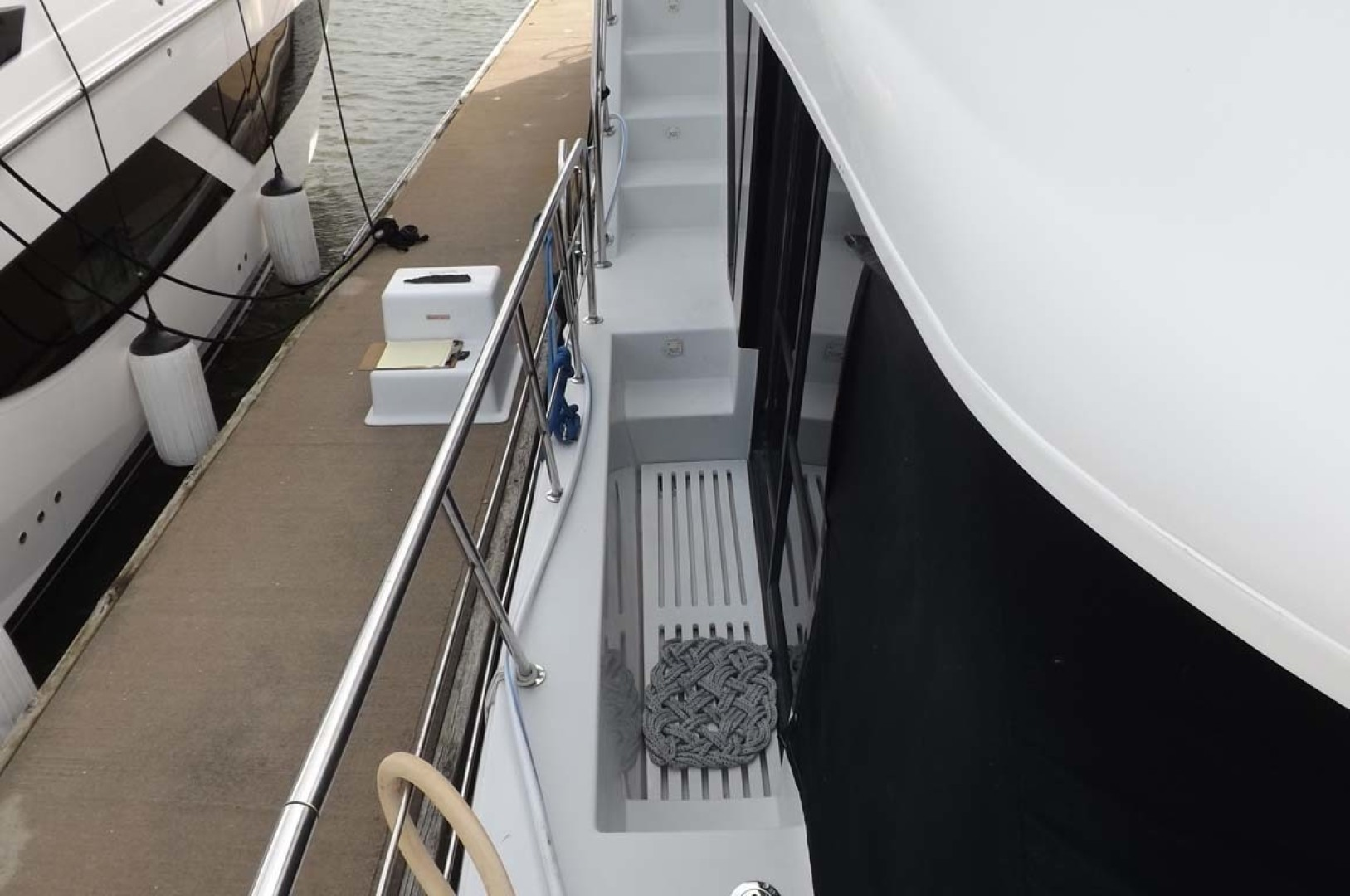 Bluewater Yachts-5200 2006 -Mount Pleasant-South Carolina-United States-Stbd Side Deck-1412961 | Thumbnail