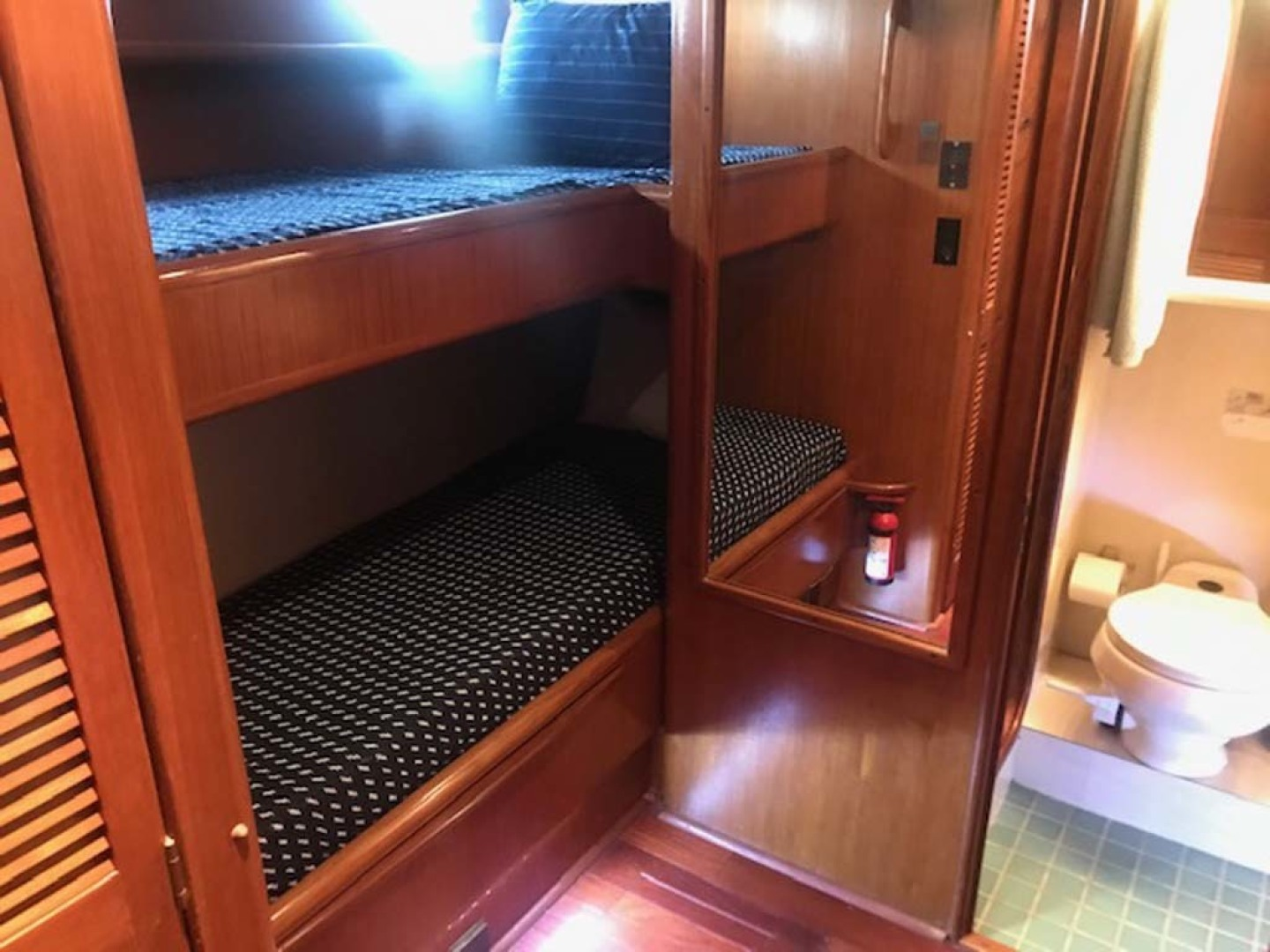 Viking-63 Widebody Motoryacht 1989 -Myrtle Beach-South Carolina-United States-Guest Stateroom Bunks-1413349 | Thumbnail