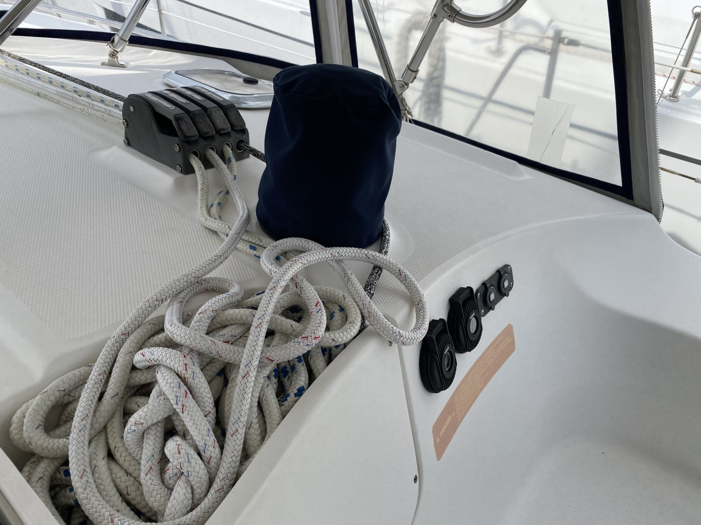 Hunter 2004 -St. Petersburg-Florida-United States-Electric Cabin Top Winch-1414059 | Thumbnail