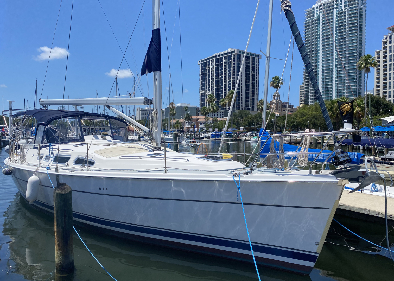 Hunter 2004 -St. Petersburg-Florida-United States-Starboard Bow-1414036 | Thumbnail