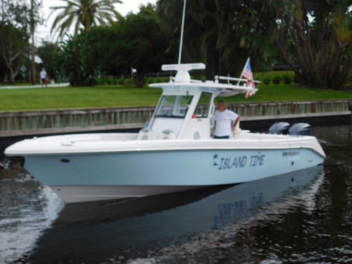 Everglades-325 CC 2012-Island Time Stuart-Florida-United States-Port Side-1414826 | Thumbnail