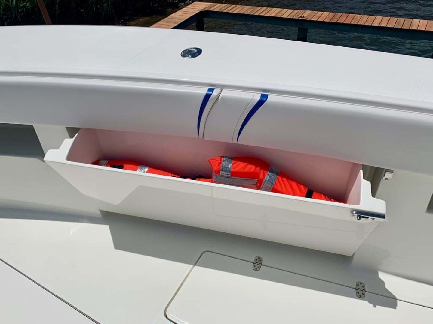 SeaVee-390B Center Console 2019-No Whey Toms River-New Jersey-United States-Gunwale Storage-1424905 | Thumbnail