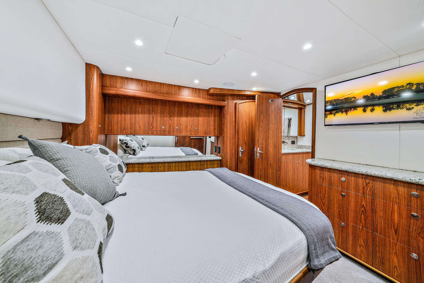Spencer-Convertible 2016-74 Spencer North Palm Beach-Florida-United States-Amid-ship Master Stateroom -1428650   Thumbnail