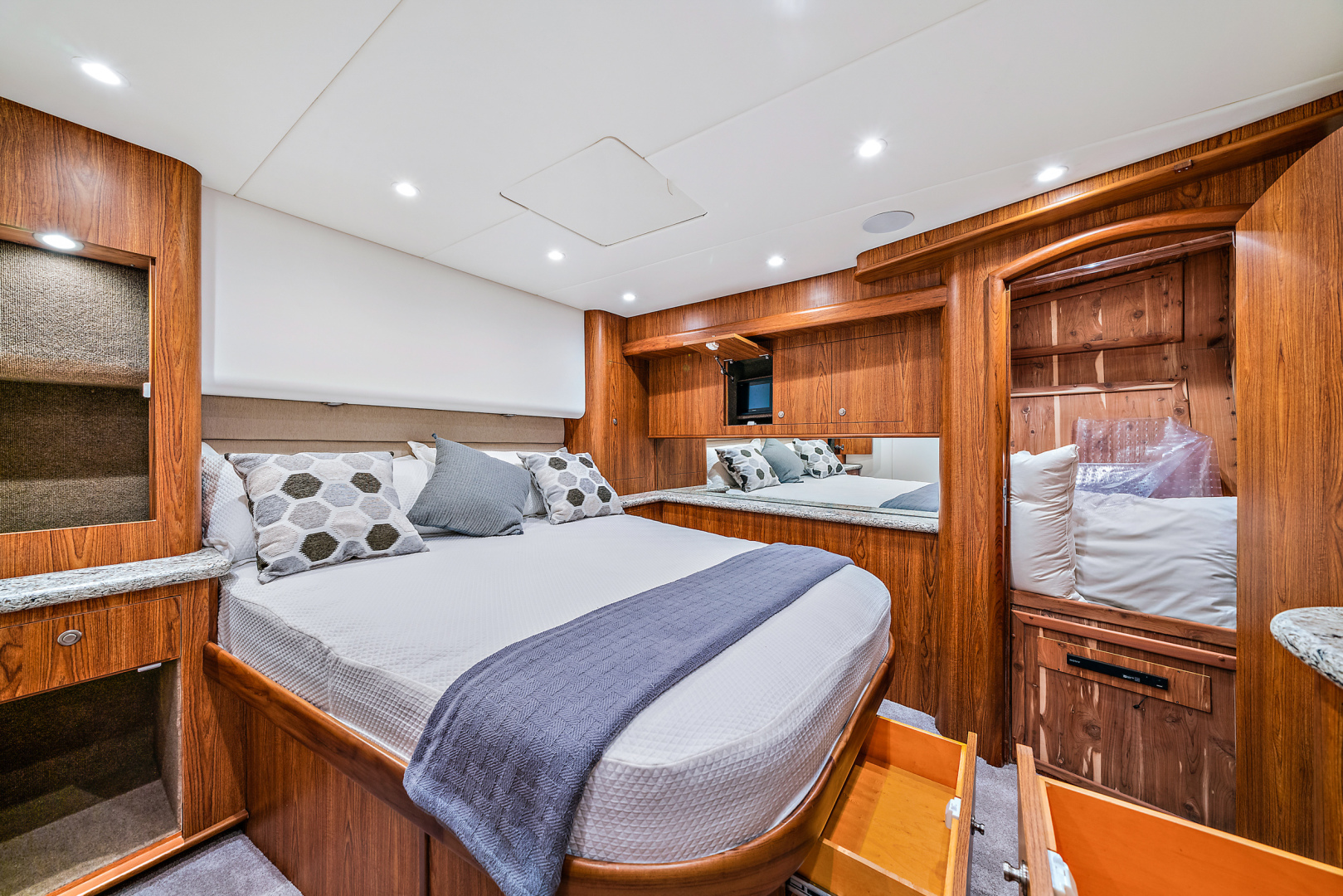 Spencer-Convertible 2016-74 Spencer North Palm Beach-Florida-United States-Amid-ship Master Stateroom -1428654   Thumbnail