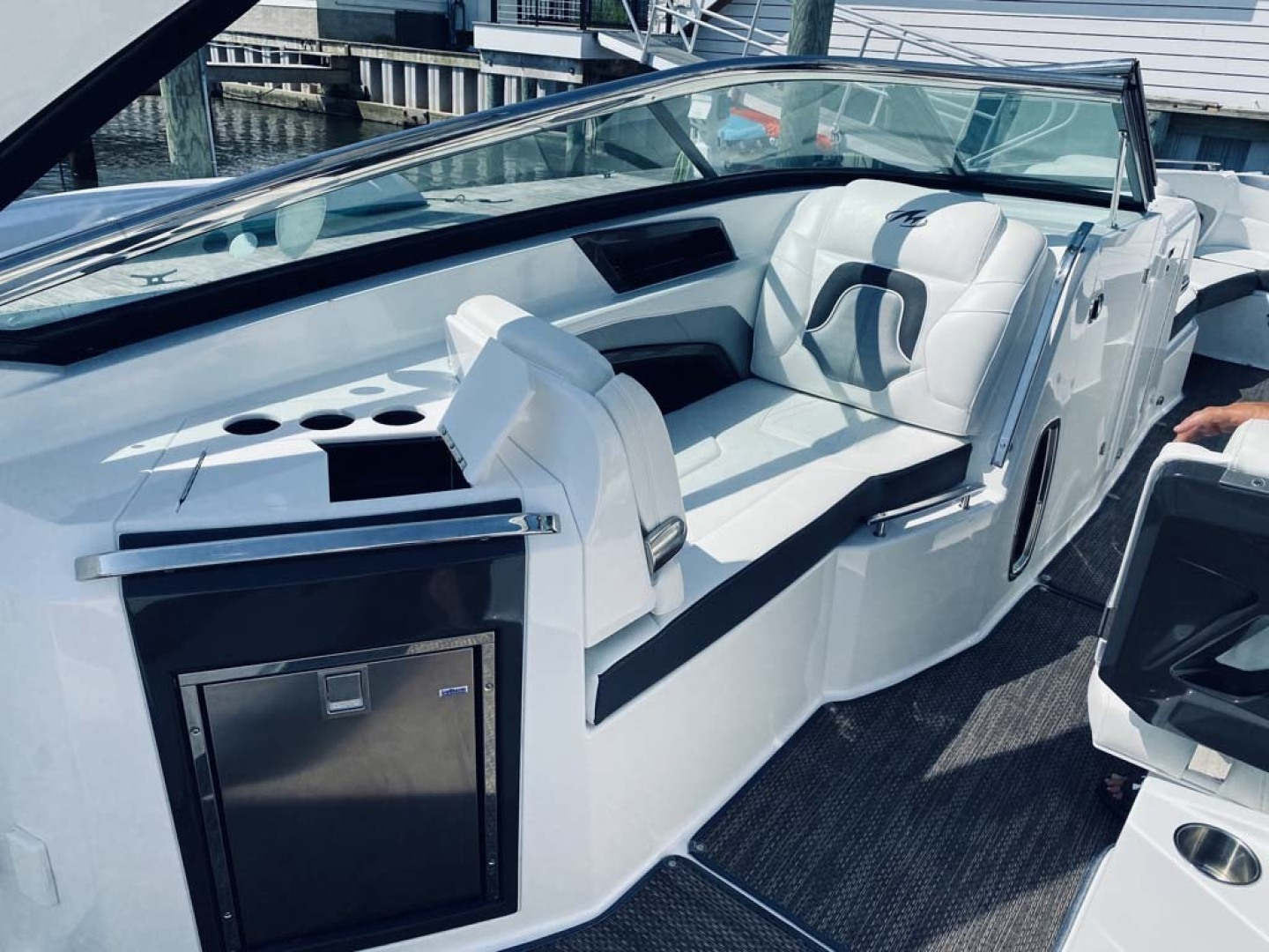 Monterey-328 Super Sport 2016 -Margate-New Jersey-United States-Port Side Companion Lounger And Wet Bar-1436660 | Thumbnail