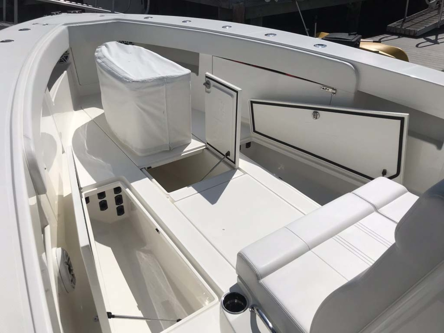 SeaVee-390 B 2019 -Cape May-New Jersey-United States-bow Storage and Seating-1438380 | Thumbnail