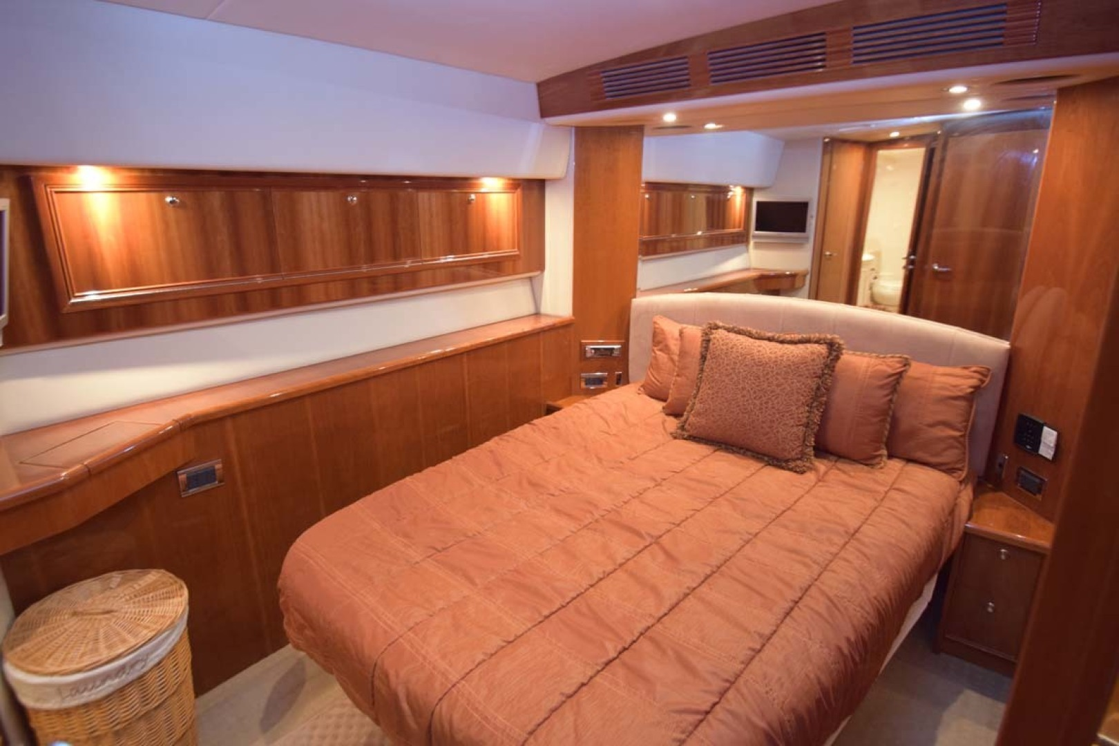 Riviera-Enclosed Flybridge 2007-Magica II Coral Gables-Florida-United States-Main Stateroom To MIDSHIP STBD-1443178 | Thumbnail