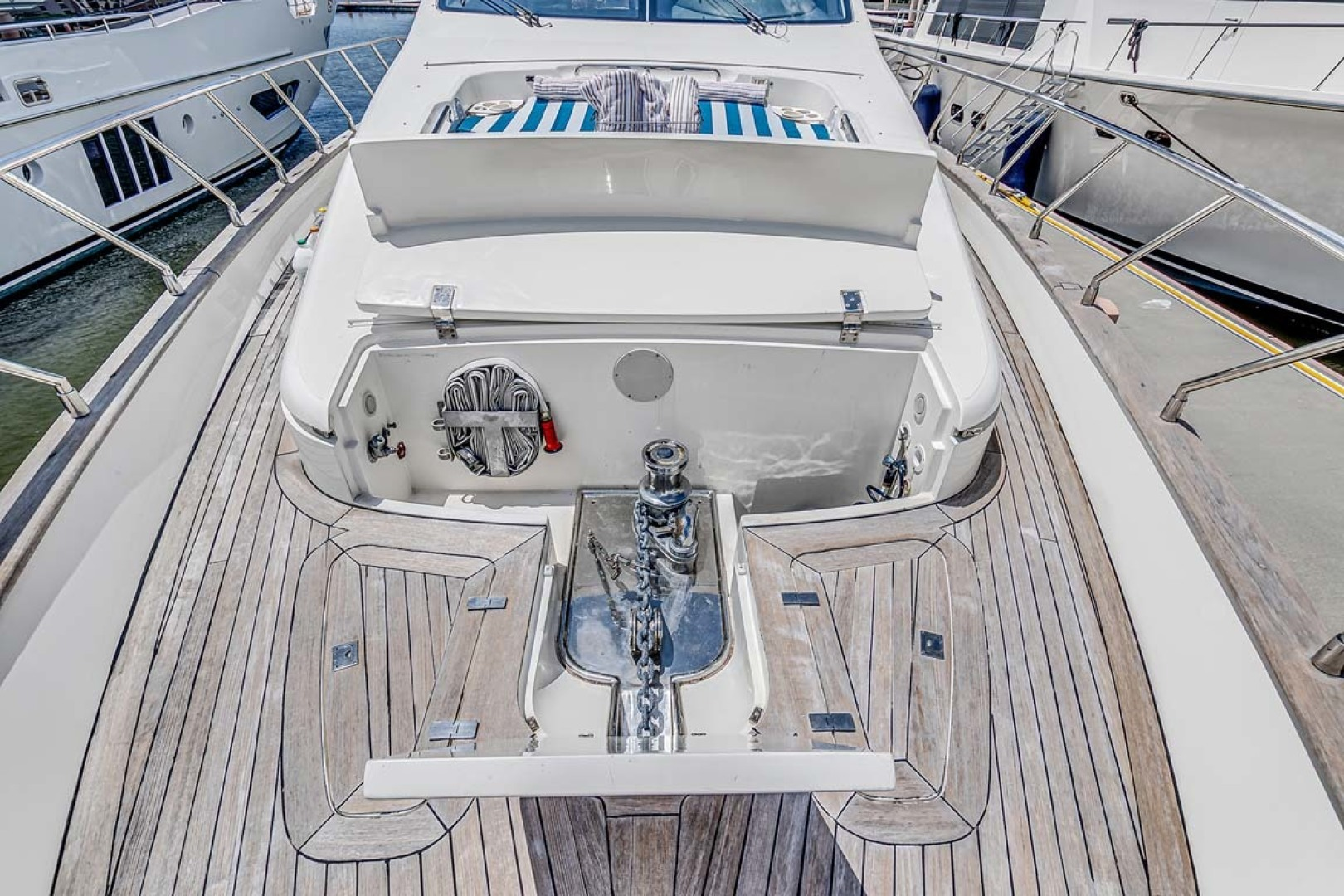Azimut-Carat 2003-Anchor Management Palm Beach-Florida-United States-Bow Windlass-1444679 | Thumbnail