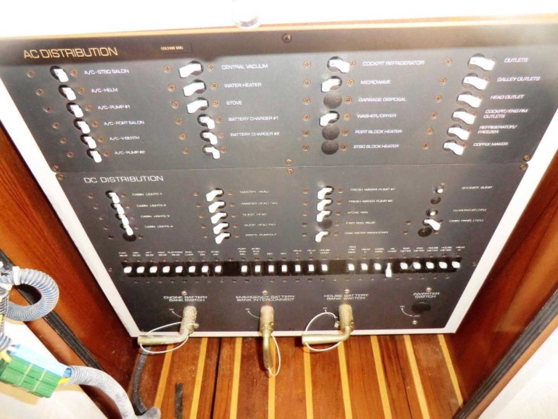 Tiara-44/4700 Sovran 2006-Far From Normal Marco Island-Florida-United States-AC DC Distribution Panel-1446353 | Thumbnail