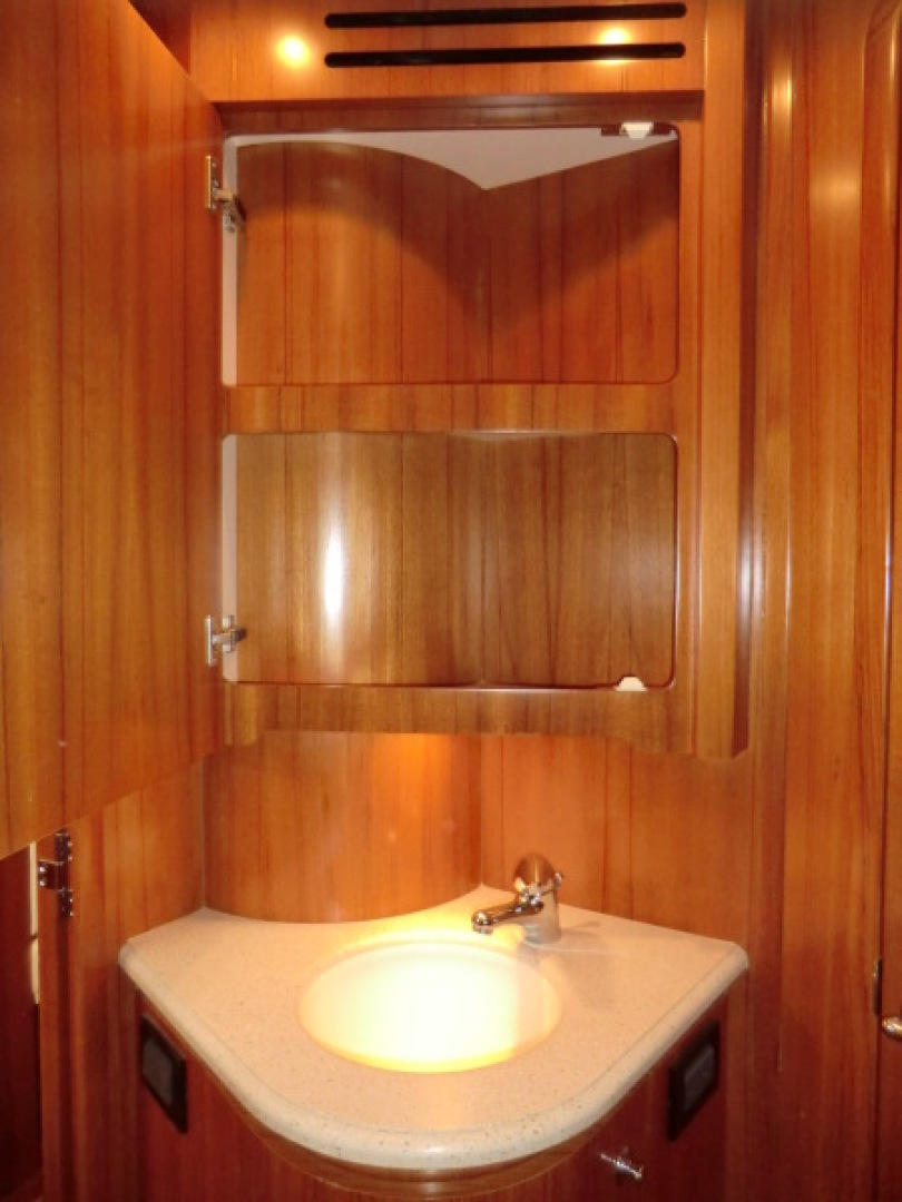 Tiara-44/4700 Sovran 2006-Far From Normal Marco Island-Florida-United States-Guest Vanity-1446416 | Thumbnail