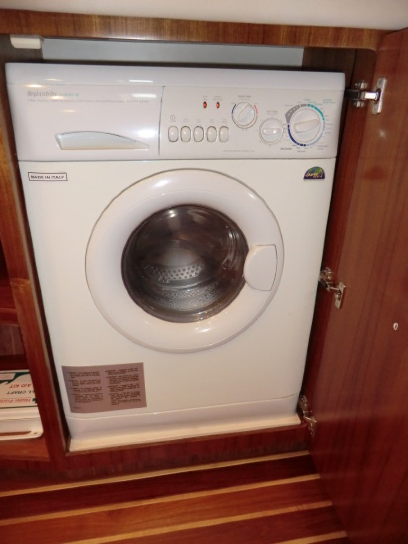 Tiara-44/4700 Sovran 2006-Far From Normal Marco Island-Florida-United States-Washer Dryer-1446415 | Thumbnail