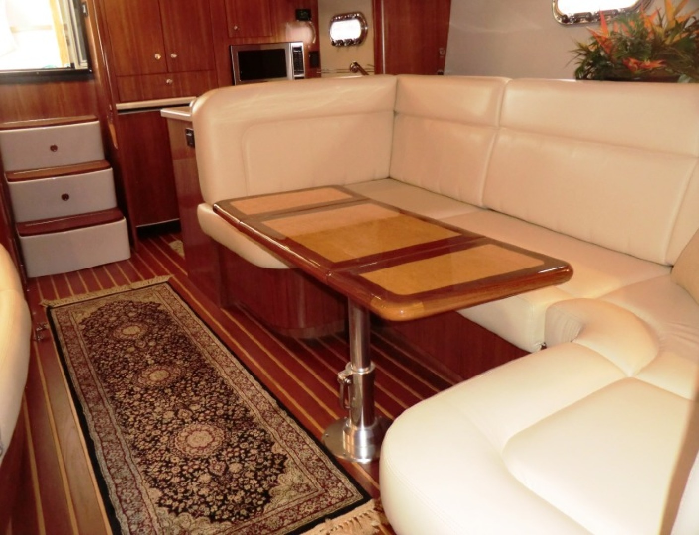 Tiara-44/4700 Sovran 2006-Far From Normal Marco Island-Florida-United States-Dinette-1446358 | Thumbnail
