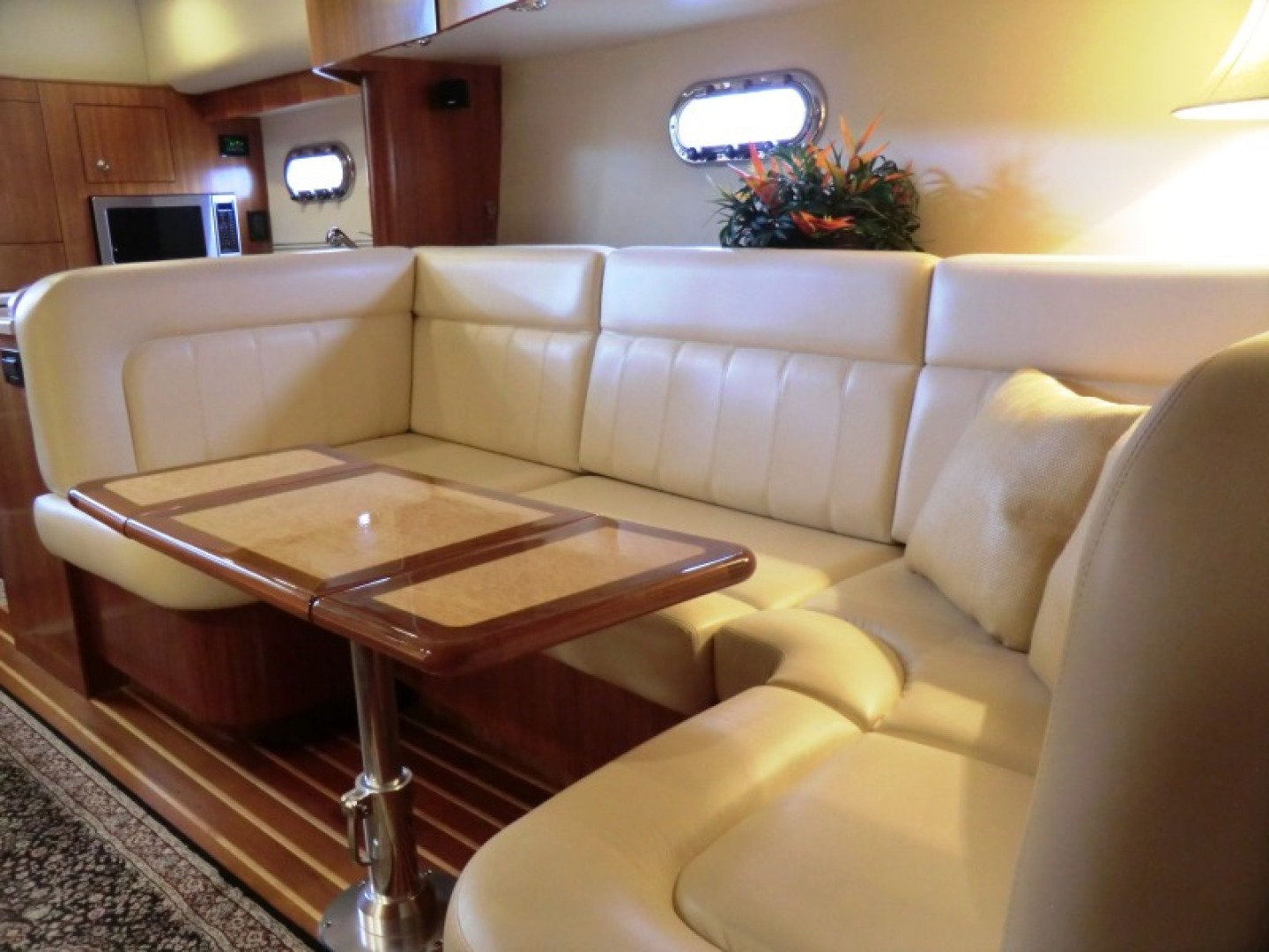 Tiara-44/4700 Sovran 2006-Far From Normal Marco Island-Florida-United States-Dinette-1446359 | Thumbnail