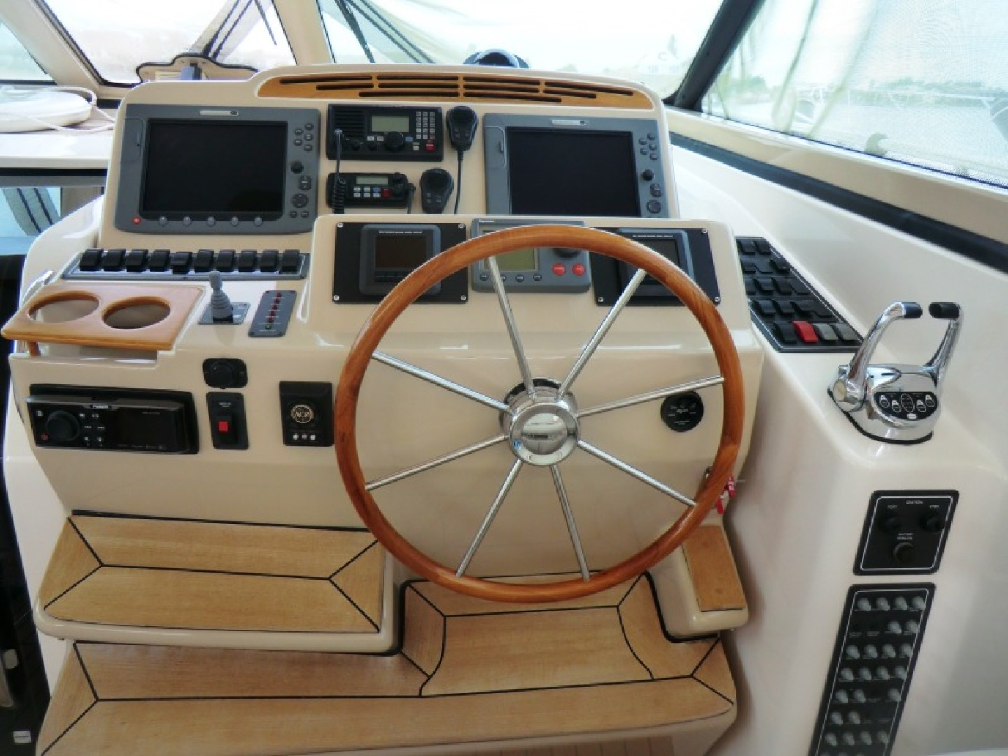 Tiara-44/4700 Sovran 2006-Far From Normal Marco Island-Florida-United States-Helm Console-1446382 | Thumbnail
