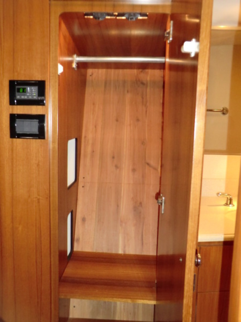 Tiara-44/4700 Sovran 2006-Far From Normal Marco Island-Florida-United States-Master Hanging Locker STB-1446393 | Thumbnail