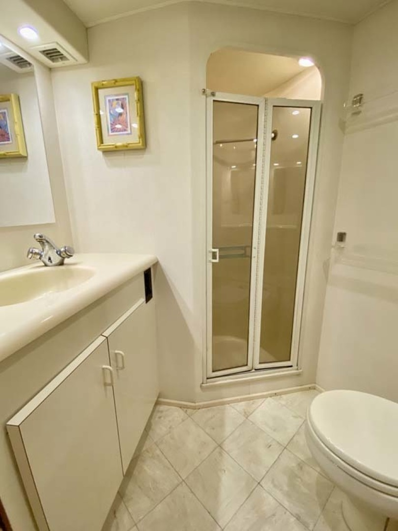 Viking-55 Convertible 1999-Lisa Marie Stuart-Florida-United States-Master Head and Shower-1449403 | Thumbnail