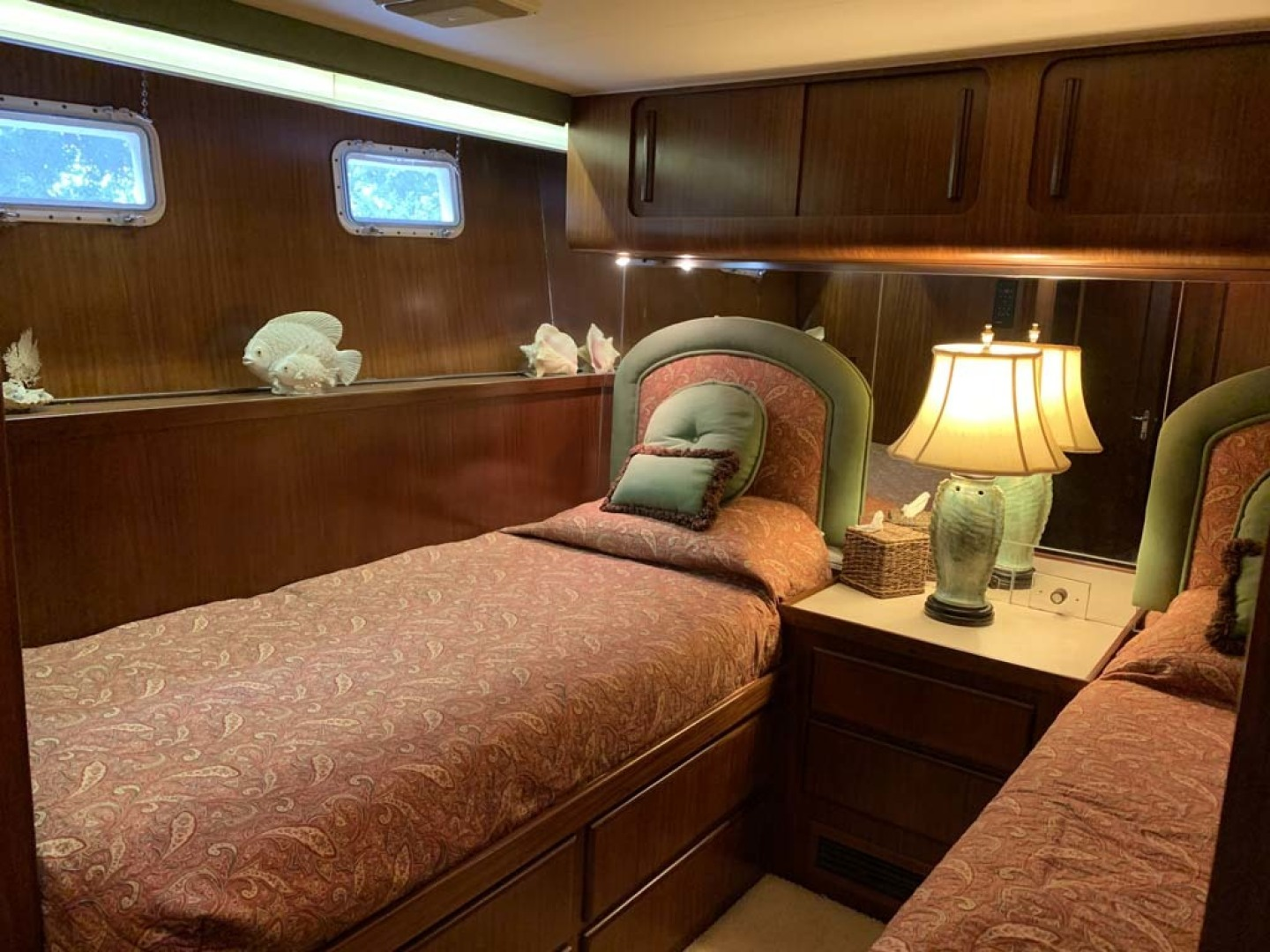 Hatteras-Euro Transom Motor Yacht 1989-Different Drummer II Stuart-Florida-United States-Guest Stateroom Starboard-1449973 | Thumbnail