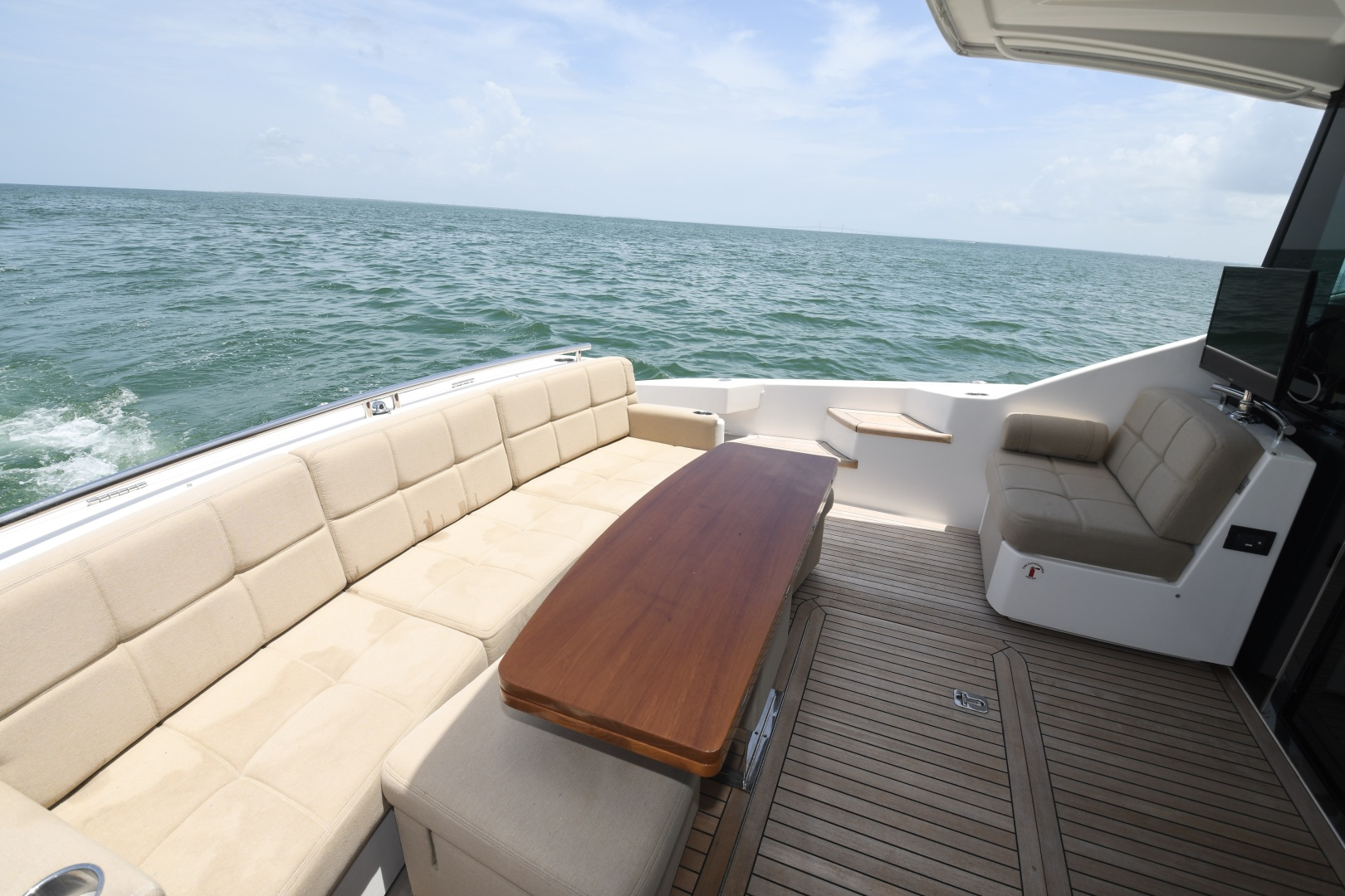Tiara-50 Coupe 2014-Hoosier Daddy Anna Maria-Florida-United States-2014 Tiara 50 Coupe  Hoosier Daddy  Cockpit-1450871 | Thumbnail