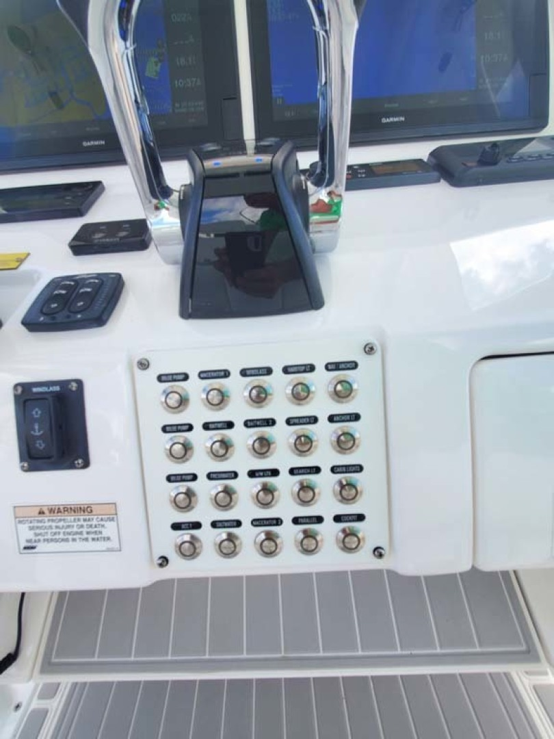 Intrepid-327 Center Console 2018-Lil Lavish N. Miami-Florida-United States-Throttle and Switches-1456008   Thumbnail