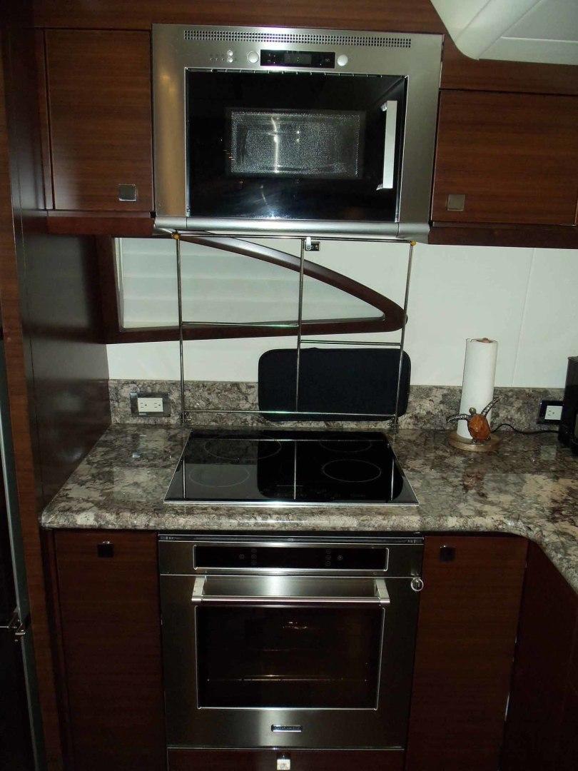 Neptunus-625 Flybridge 2015-MONESSA Miami-Florida-United States-Galley Microwave Oven-1457985 | Thumbnail