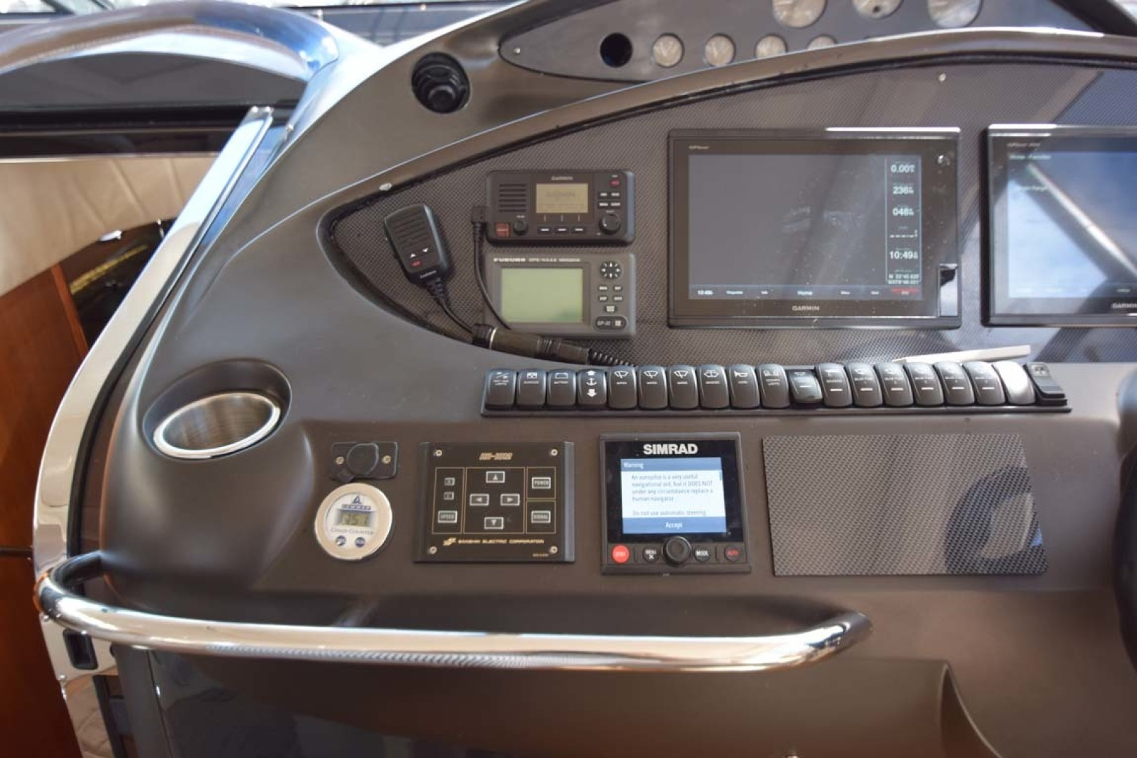 Sunseeker-Predator 2003-Low Profile PALM BEACH-Florida-United States-Helm Details-1576371 | Thumbnail