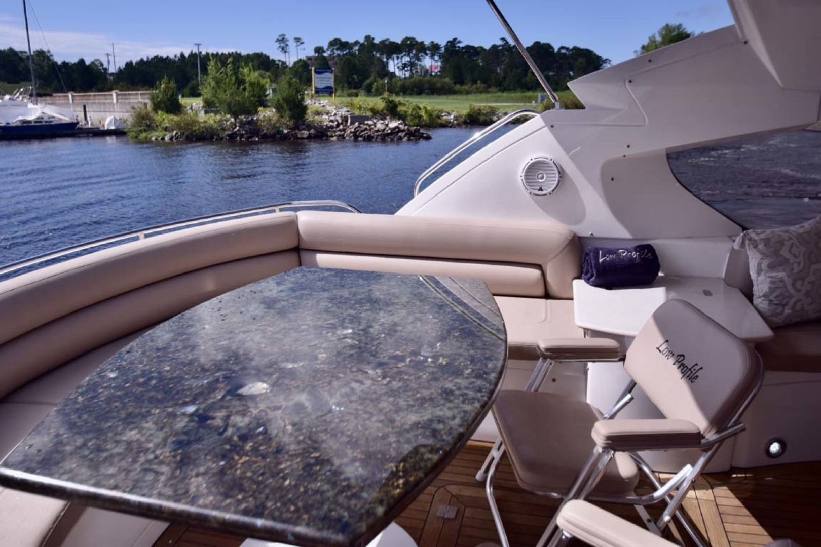 Sunseeker-Predator 2003-Low Profile PALM BEACH-Florida-United States-Aft Table With Seat On Transom-1576386 | Thumbnail
