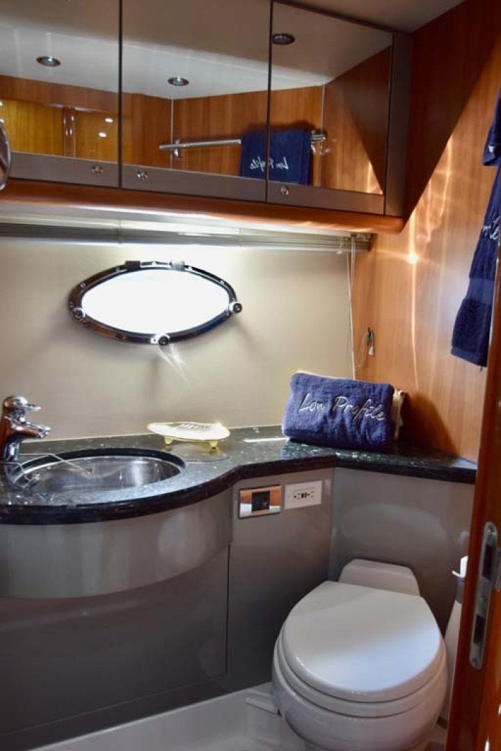 Sunseeker-Predator 2003-Low Profile PALM BEACH-Florida-United States-Master Stateroom Head-1576350 | Thumbnail