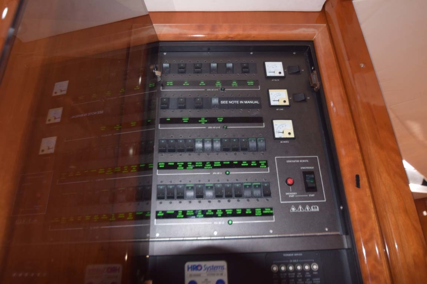 Sunseeker-Predator 2003-Low Profile PALM BEACH-Florida-United States-Control Panel-1576334 | Thumbnail