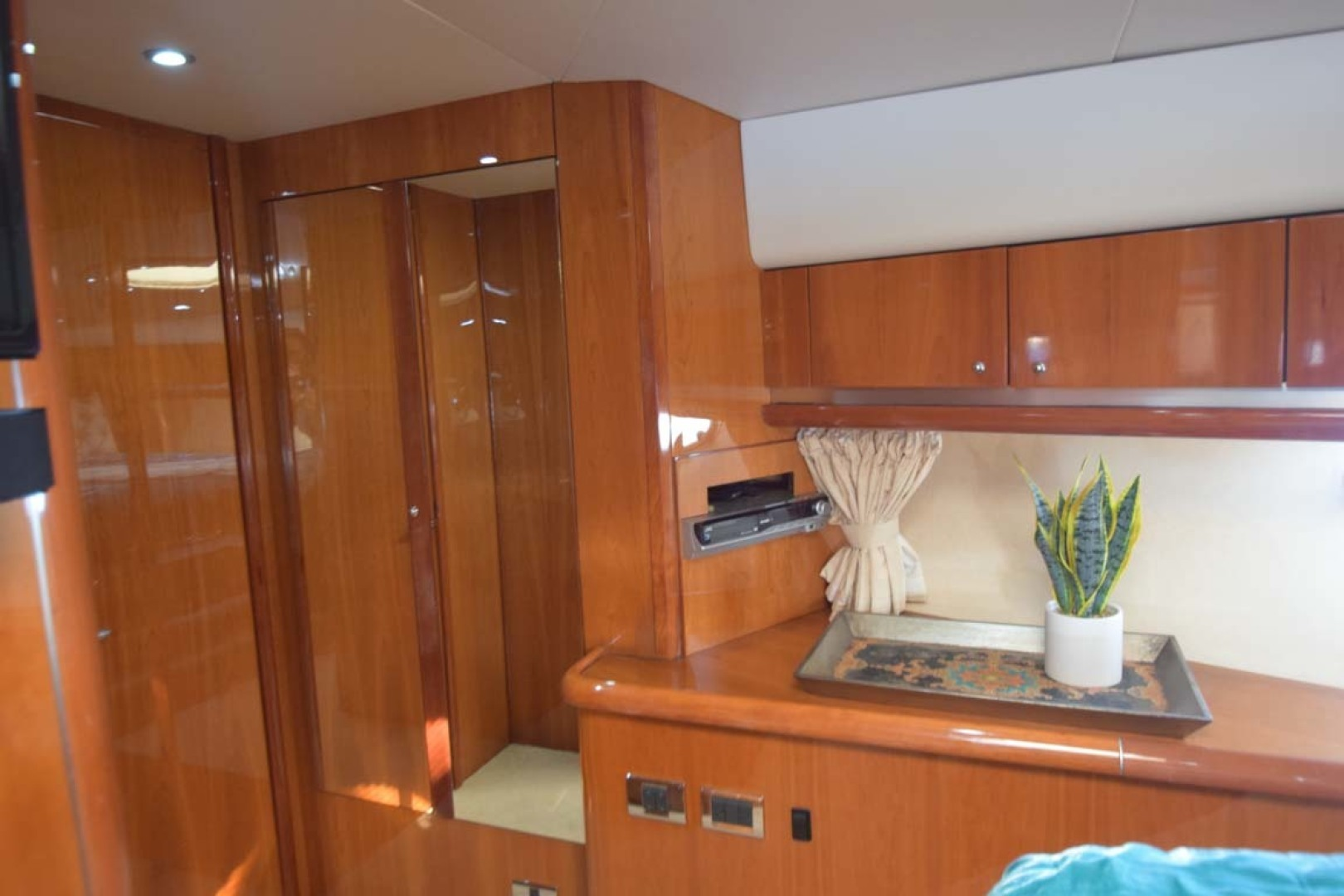 Sunseeker-Predator 2003-Low Profile PALM BEACH-Florida-United States-V Berth Towards Door With Locker And Mirror Detail-1576352 | Thumbnail