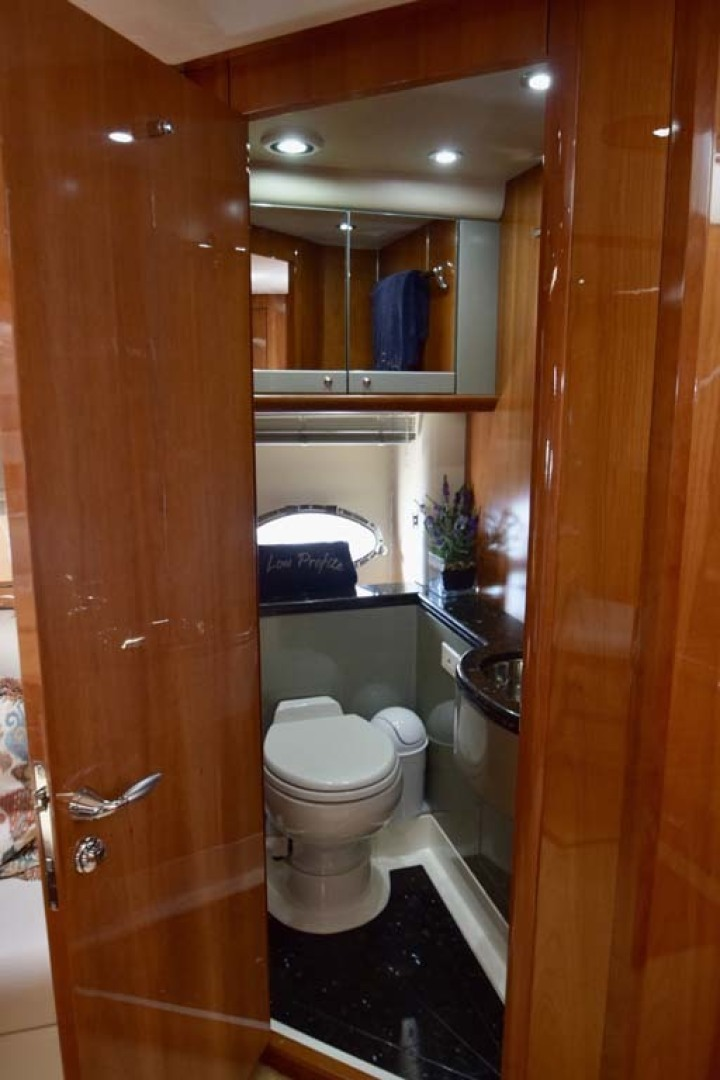 Sunseeker-Predator 2003-Low Profile PALM BEACH-Florida-United States-Day Head And Head To Twin Bunk Room-1576362 | Thumbnail
