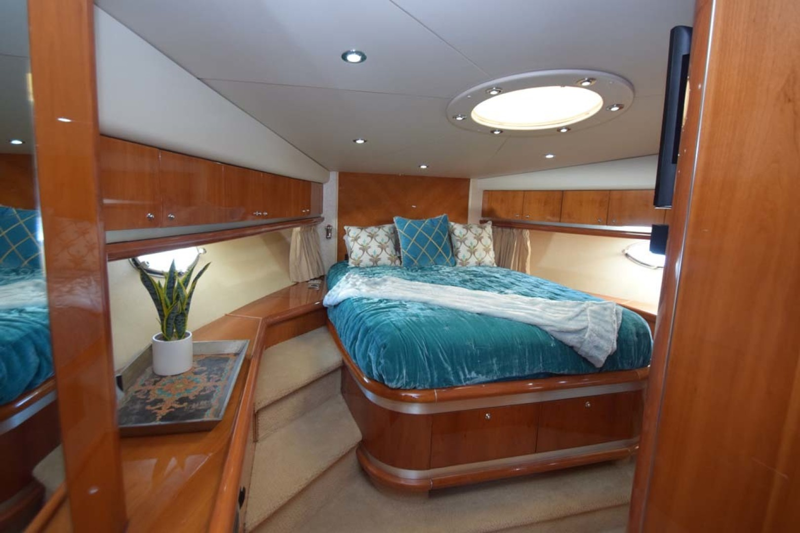 Sunseeker-Predator 2003-Low Profile PALM BEACH-Florida-United States-V Berth VIP Walkthrough Door-1576354 | Thumbnail