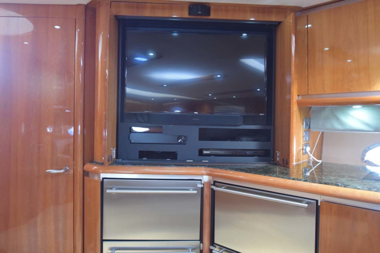 Sunseeker-Predator 2003-Low Profile PALM BEACH-Florida-United States-Flat Screen TV-1576333 | Thumbnail