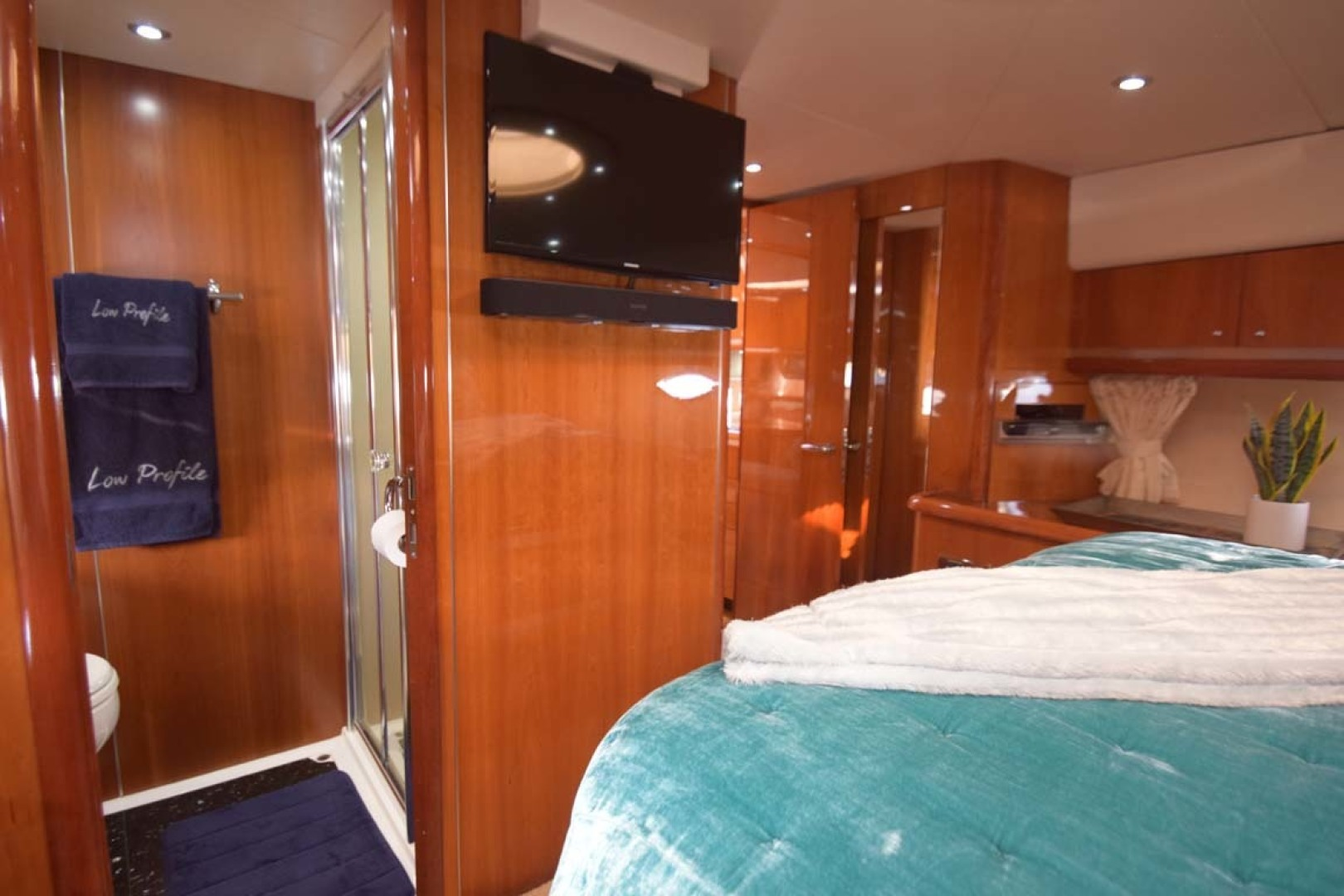 Sunseeker-Predator 2003-Low Profile PALM BEACH-Florida-United States-V Berth VIP View To Head And Flat Screen TV-1576353 | Thumbnail