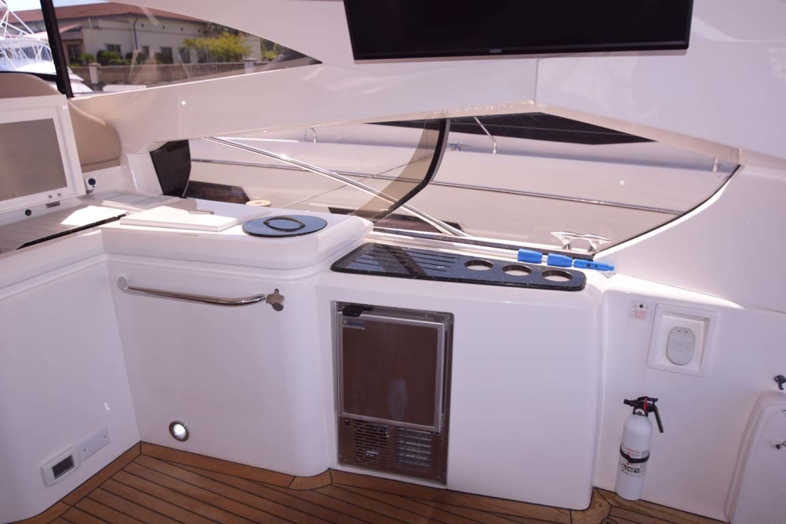 Sunseeker-Predator 2003-Low Profile PALM BEACH-Florida-United States-Wet Bar-1576381 | Thumbnail