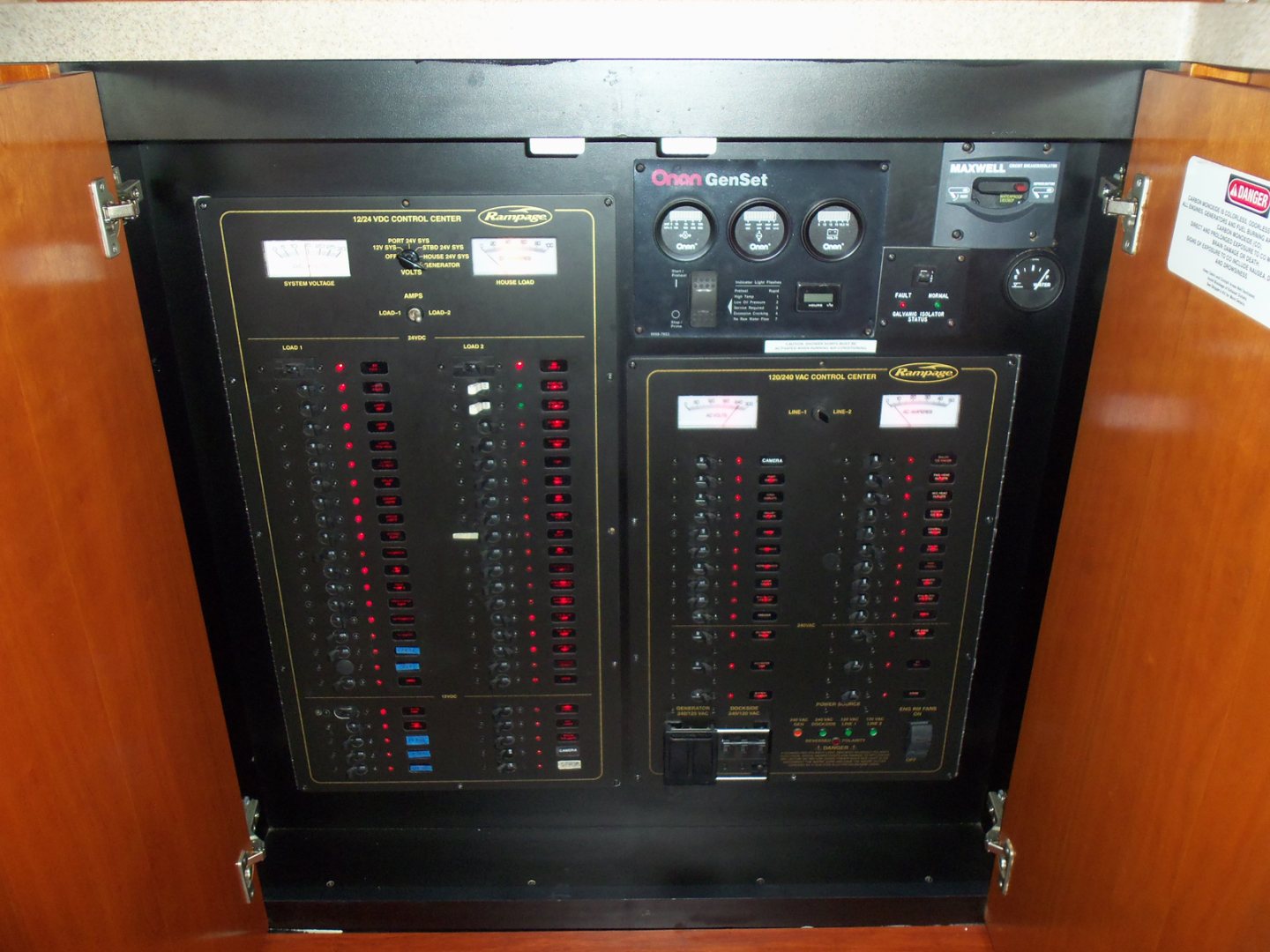 Rampage-45 SF 2004-MY DOLLY Ft. Lauderdale-Florida-United States-Salon Electrical Panel-1563921 | Thumbnail