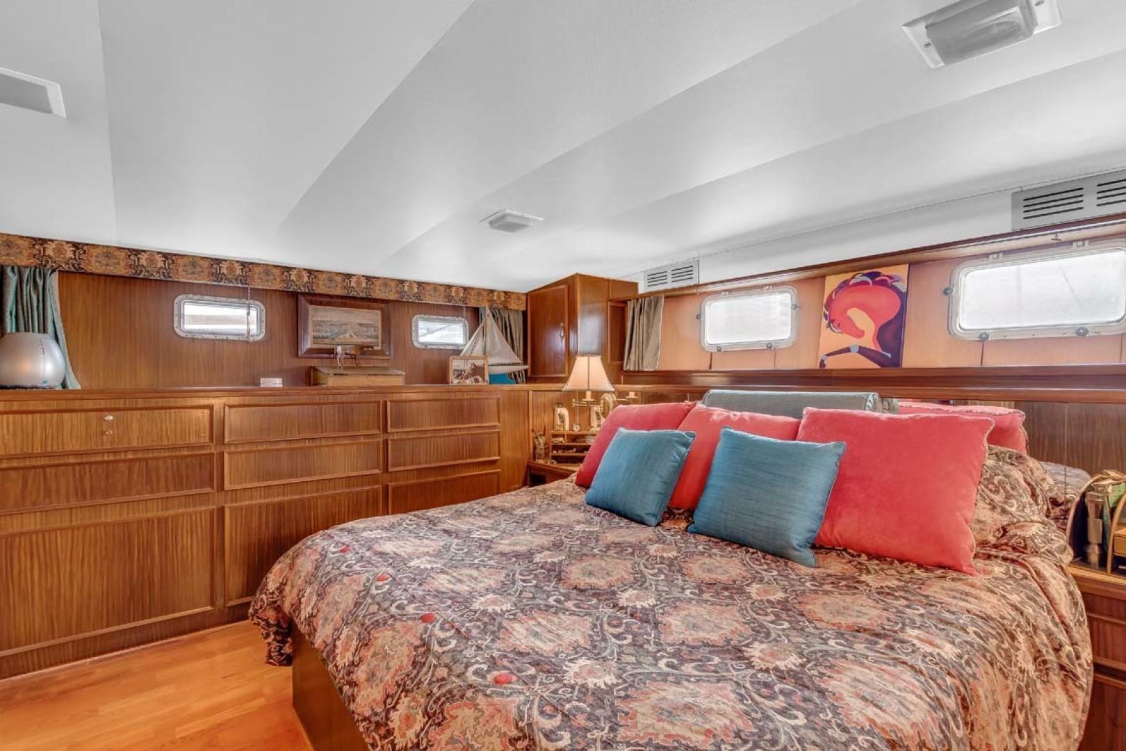 Hatteras-Motor Yacht 1985-Ruffian North Palm Beach-Florida-United States-Master Stateroom-1463640 | Thumbnail