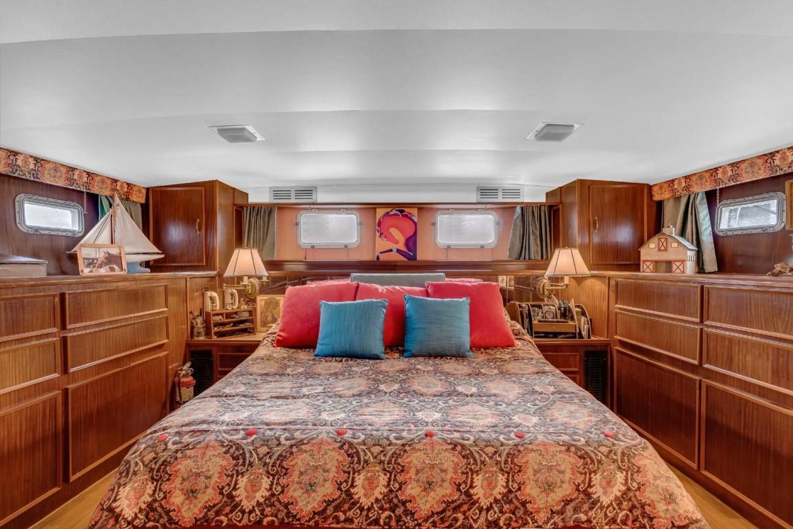Hatteras-Motor Yacht 1985-Ruffian North Palm Beach-Florida-United States-Master Stateroom-1463641 | Thumbnail