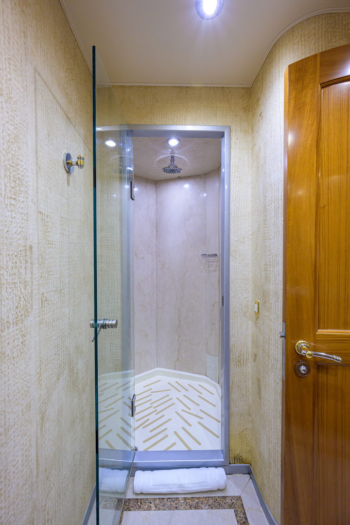 Sea Force IX-Enclosed Flybridge 2005 -Fort Lauderdale-Florida-United States-Forward Guest Stateroom-1465079 | Thumbnail