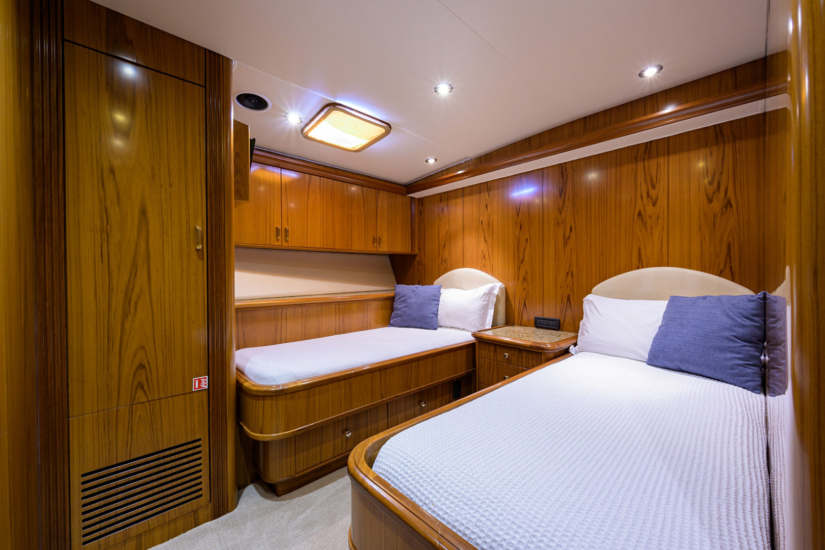 Sea Force IX-Enclosed Flybridge 2005 -Fort Lauderdale-Florida-United States-Guest Stateroom-1465087 | Thumbnail
