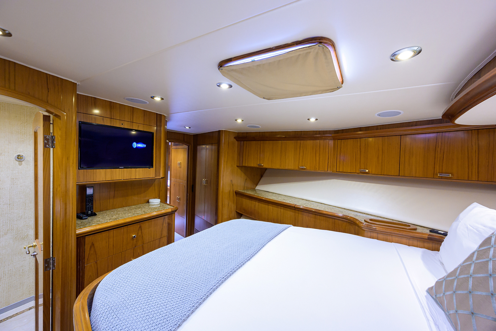Sea Force IX-Enclosed Flybridge 2005 -Fort Lauderdale-Florida-United States-Forward Guest Stateroom-1465081 | Thumbnail