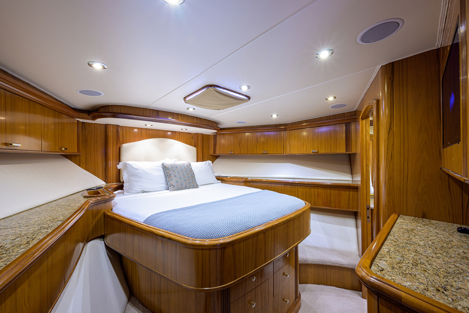 Sea Force IX-Enclosed Flybridge 2005 -Fort Lauderdale-Florida-United States-Forward Guest Stateroom-1465080 | Thumbnail