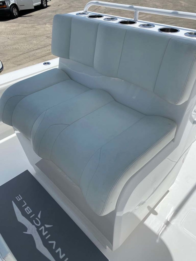 Invincible-33 Center Console 2020 -Dania-Florida-United States-Upgraded Tackle Station / Leaning Post-1465216 | Thumbnail