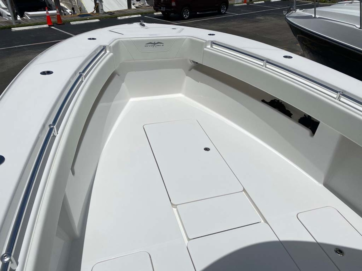 Invincible-33 Center Console 2020 -Dania-Florida-United States-Bow and Storage-1465209 | Thumbnail