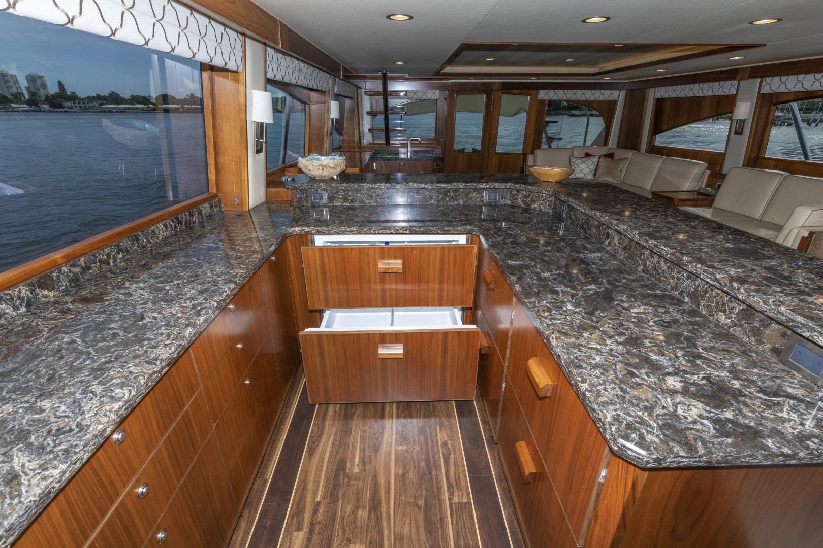 Viking-Enclosed Bridge Sportfish 2016-Bella Dona Di Boca Raton-Florida-United States-1488004 | Thumbnail