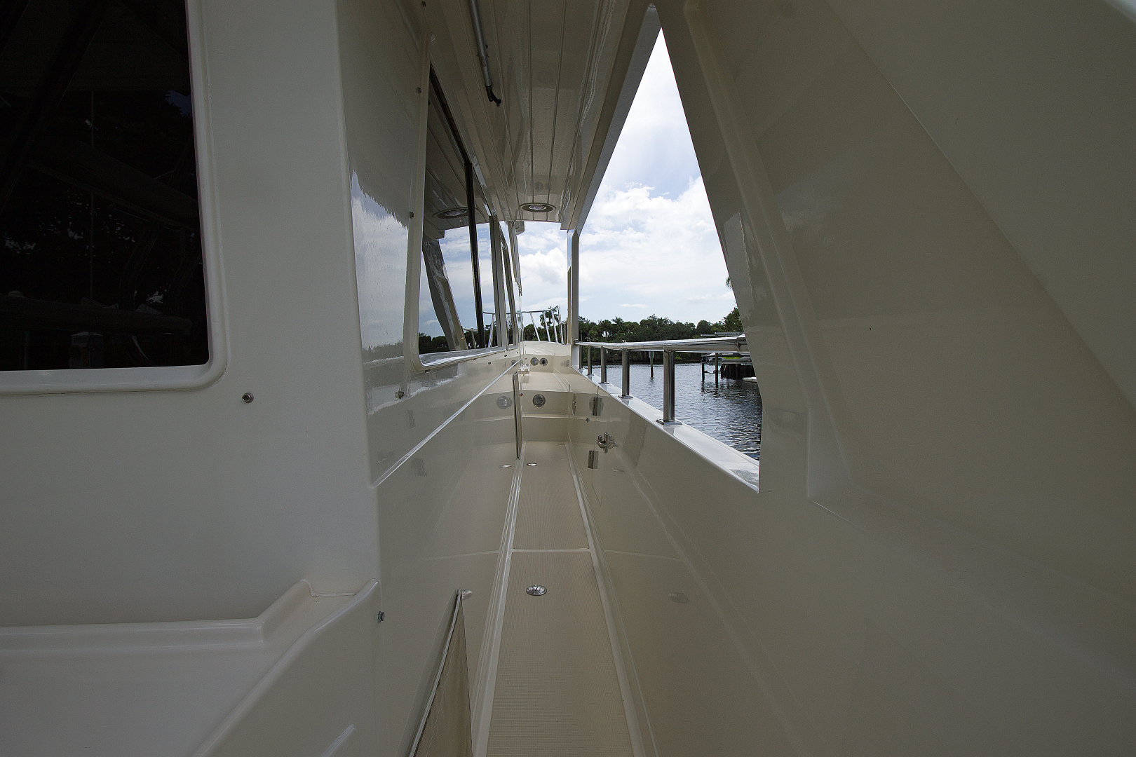 Offshore Yachts-1999 1999-Chapter Three Palm City-Florida-United States-1470417   Thumbnail